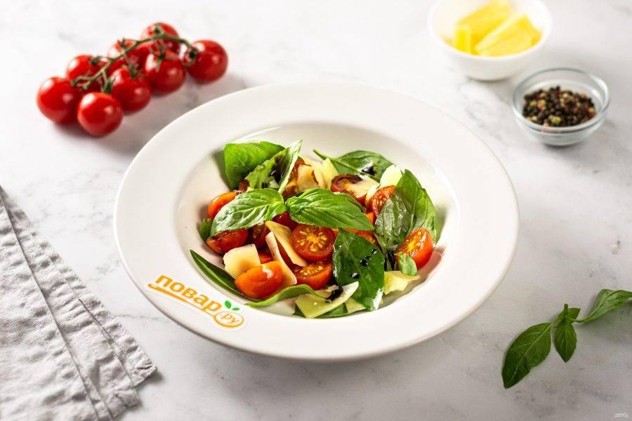 Помидоры с базиликом готовы, приятного аппетита!