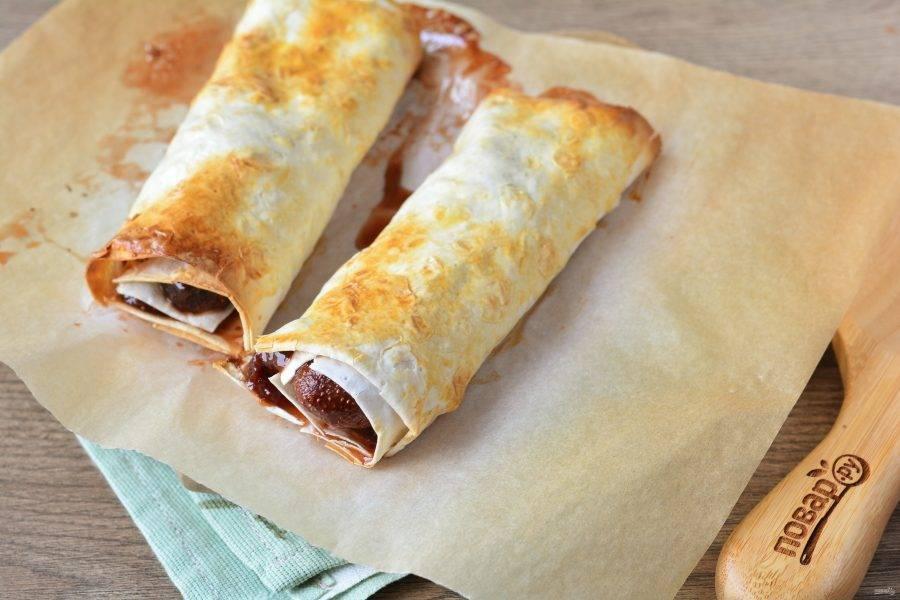 Запекайте в духовке при температуре 200 градусов около 15 минут, чтобы получилась румяная корочка.