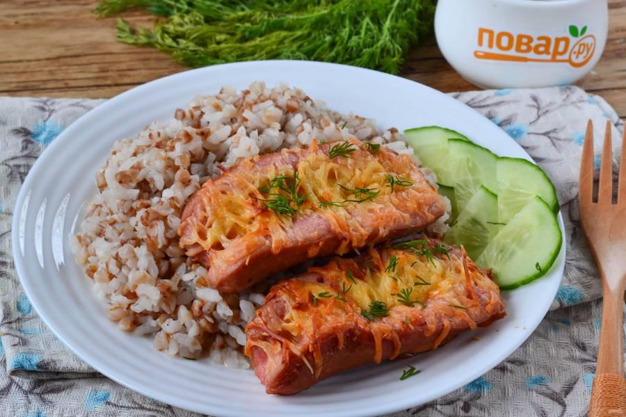 Запеченные сосиски с гречкой и рисом