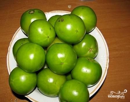 Для приготовления нам понадобятся крепкие зеленые помидорчики примерно одного размера — вот такие. Их, само собой, нужно вымыть и обсушить.
