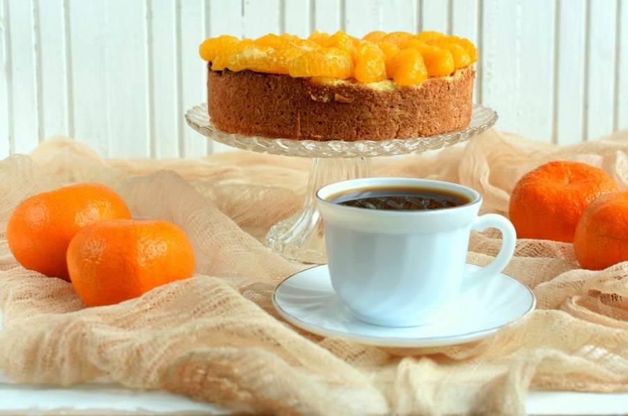 Подавайте пирог охлажденным, так он вкуснее.