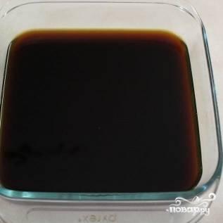 1. Смешайте процеженный эспрессо и ром в широкой форме или миске.