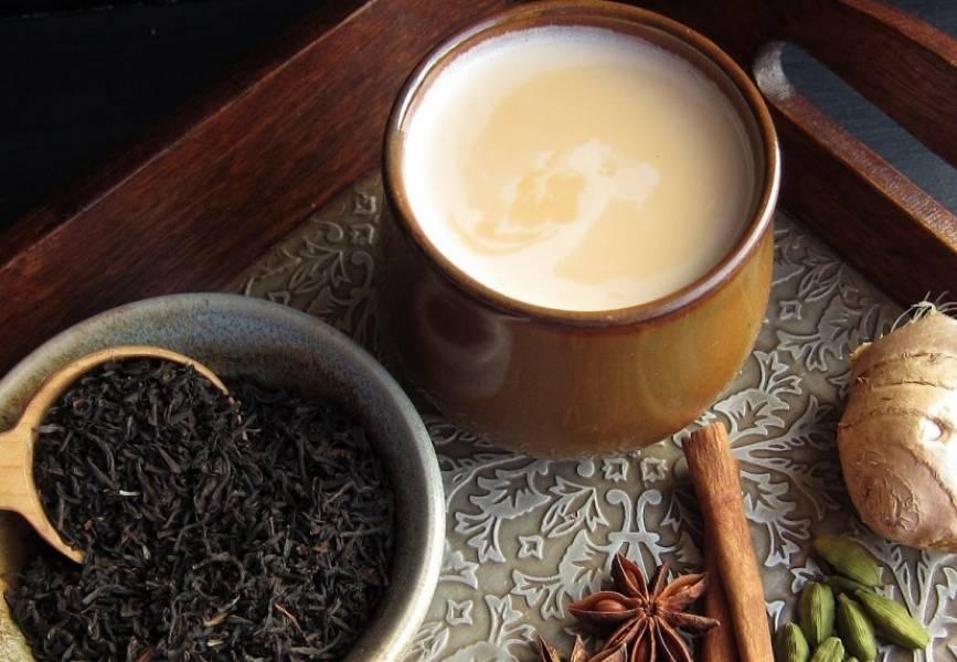 3. Отцеживаем чай через ситечко и, пока он не остыл, подаем к столу!