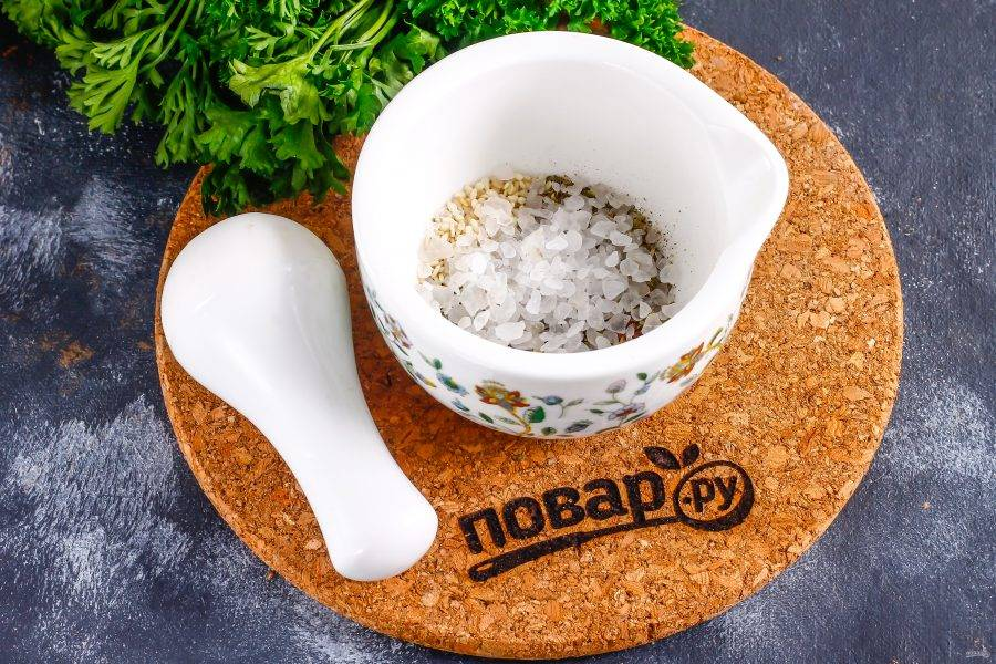 Добавьте крупную соль, желательно морскую.