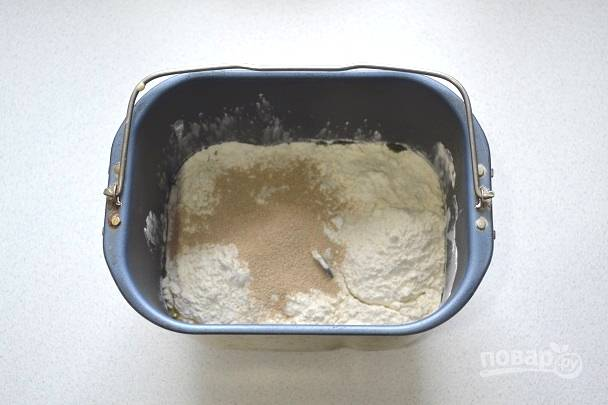 8. И дрожжи. Замесите тесто и дайте ему подойти в теплом месте.