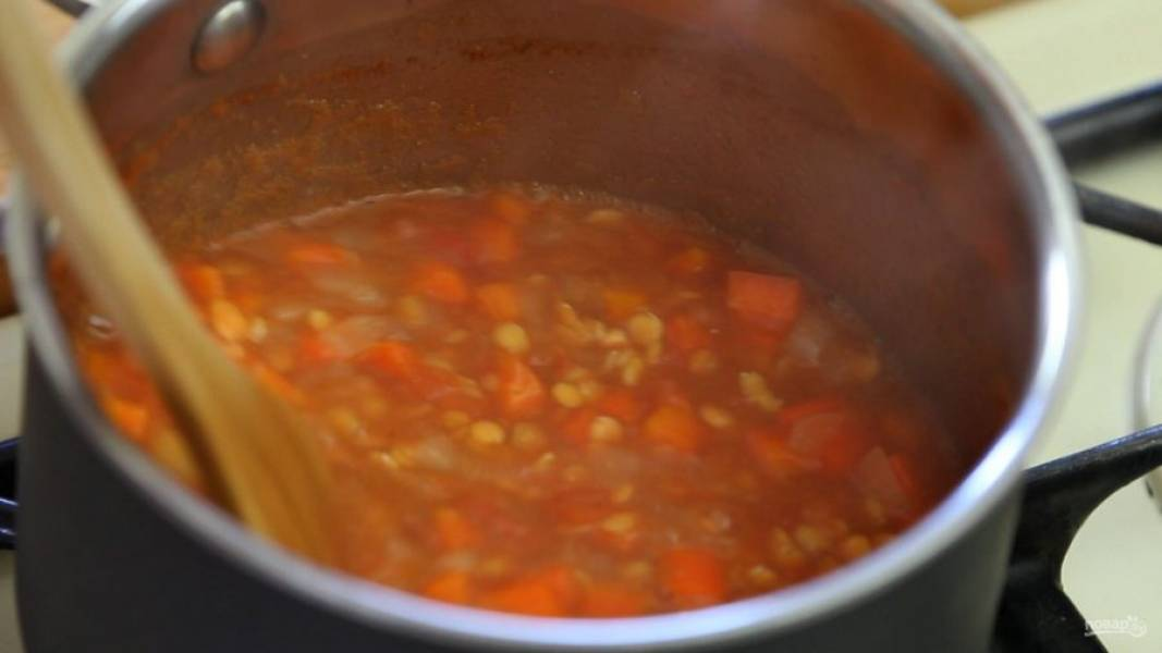 4. Варите овощи 25 минут после закипания, иногда помешивая.
