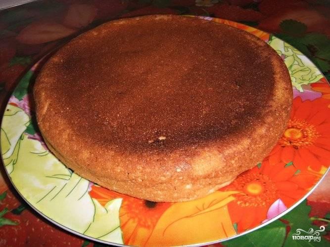 Затем дайте готовой запеканке остыть прямо в чаше, переложите ее на решетку или плоскую тарелку.