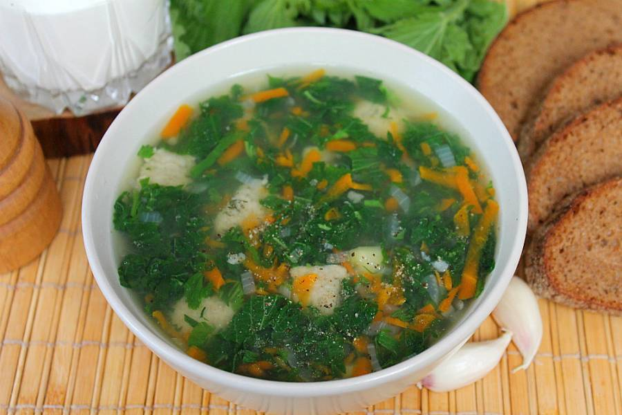 Суп с крапивой и клецками