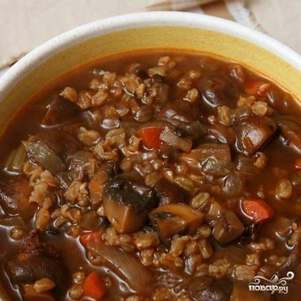4. После этого суп можно хранить в холодильнике до 5 дней. Размешать с винным уксусом перед подачей на стол. Добавить еще немного соли и перца в случае необходимости.