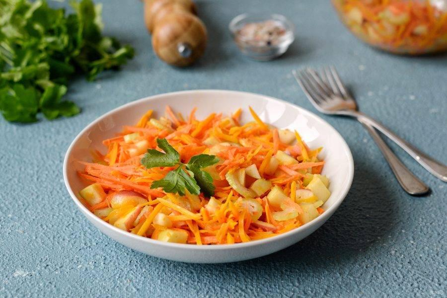 Салат из тыквы и сельдерея готов, приятного аппетита!