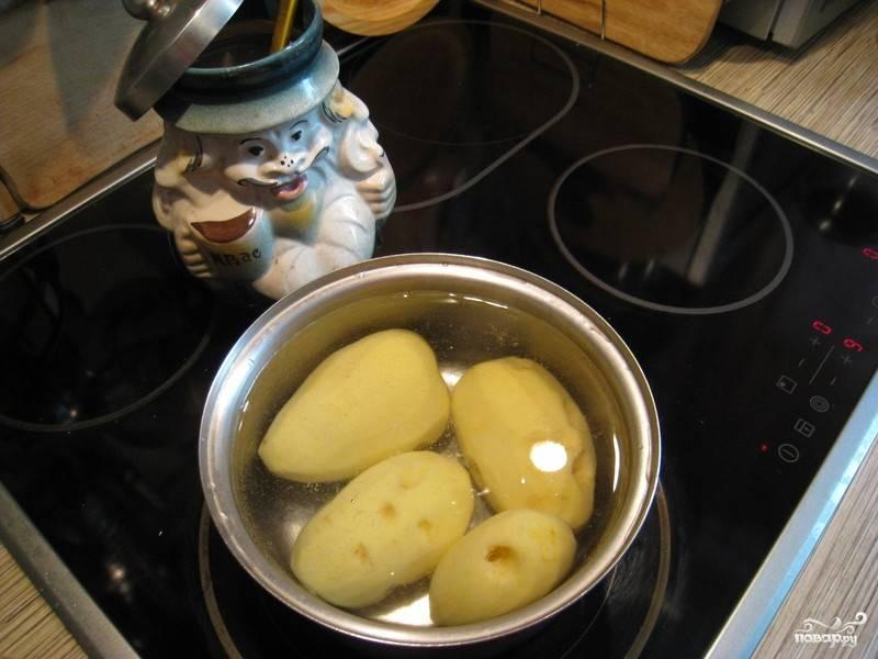 Так как многие любят, чтоб картофель был теплым, то овощи, соответственно, варим в последнюю очередь перед самой подачей к столу.