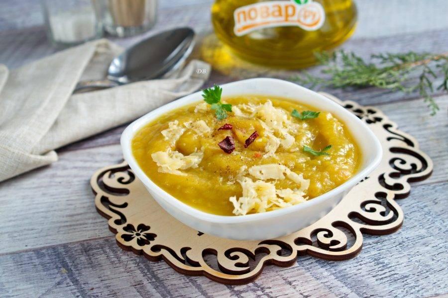 Подавайте с тертым сыром и свежей зеленью. Приятного аппетита!