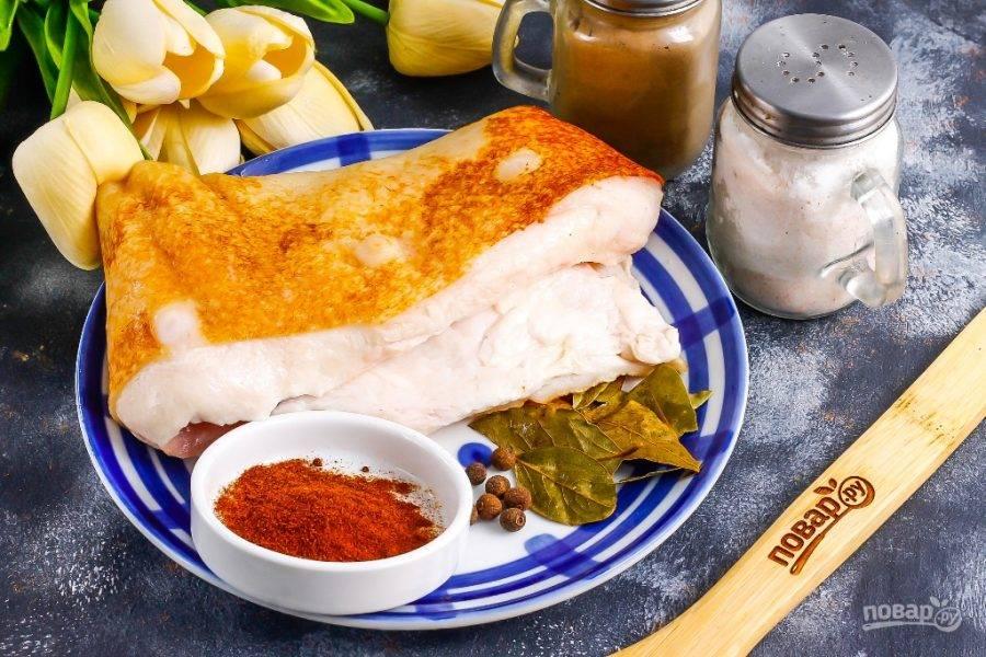 Подготовьте указанные ингредиенты. По желанию можете добавить и молотый сушеный чеснок.