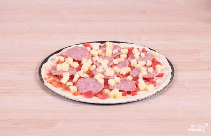 10. Кубики моцареллы. Также вы можете дополнить это классический рецепт пиццы с салями и другими ингредиентами по желанию.