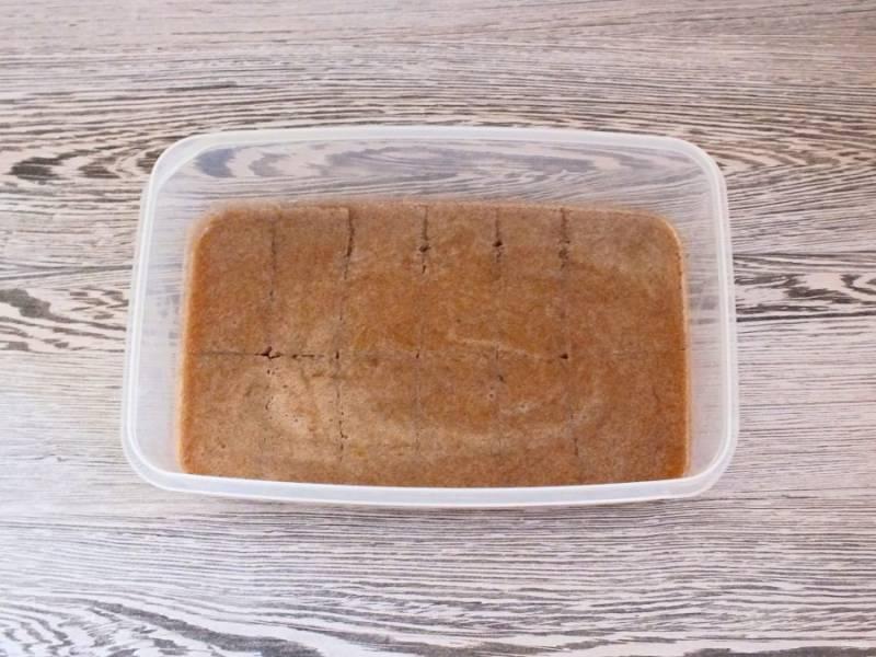 По истечении времени достаньте форму с мармеладом, разрежьте пласт на кусочки желаемой формы.