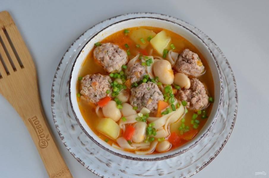 Готовый суп заправьте свежей зеленью и подайте к столу!