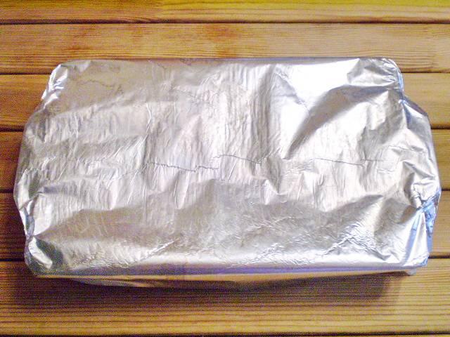 6. Накройте плотно фольгой. Отправьте в духовку на 50-60 минут, температура 210-220 градусов.