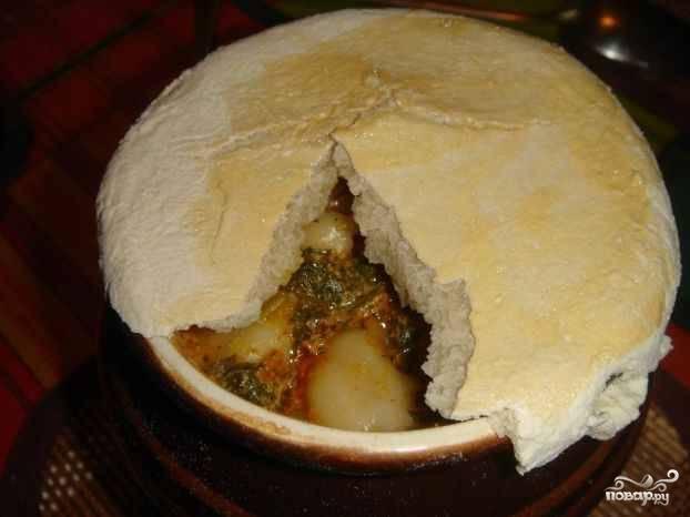 14. Блюдо считается готовым, когда тесто на горшочках запеклось. Приятного аппетита!