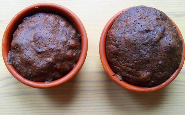 4. В раскаленную до 200 градусов духовку помещаем формочки, и уже через 5-6 минут кексы готовы!