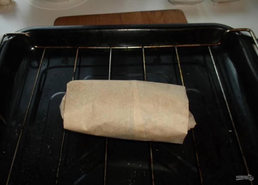 4.Выкладываю утку на сетку или противень, отправляю ее в заранее разогретый до 190-200 градусов духовой шкаф на 15-25 минут.