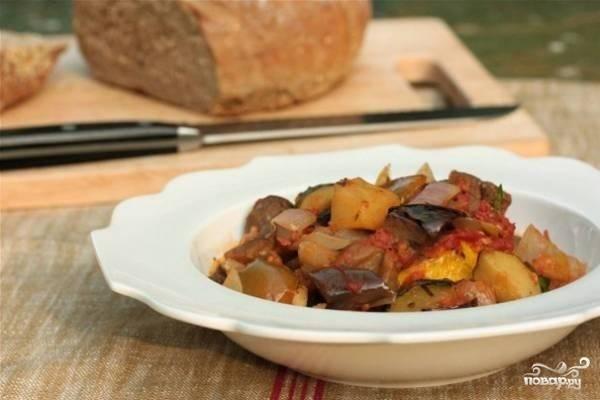 3.Готовое витаминное рагу подаем горячим или холодным с ломтиком черного хлеба. Приятного аппетита!