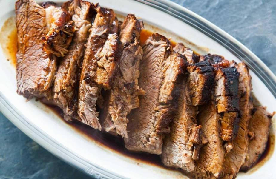 Подавайте говядину с соусом из фольги. Приятного аппетита!