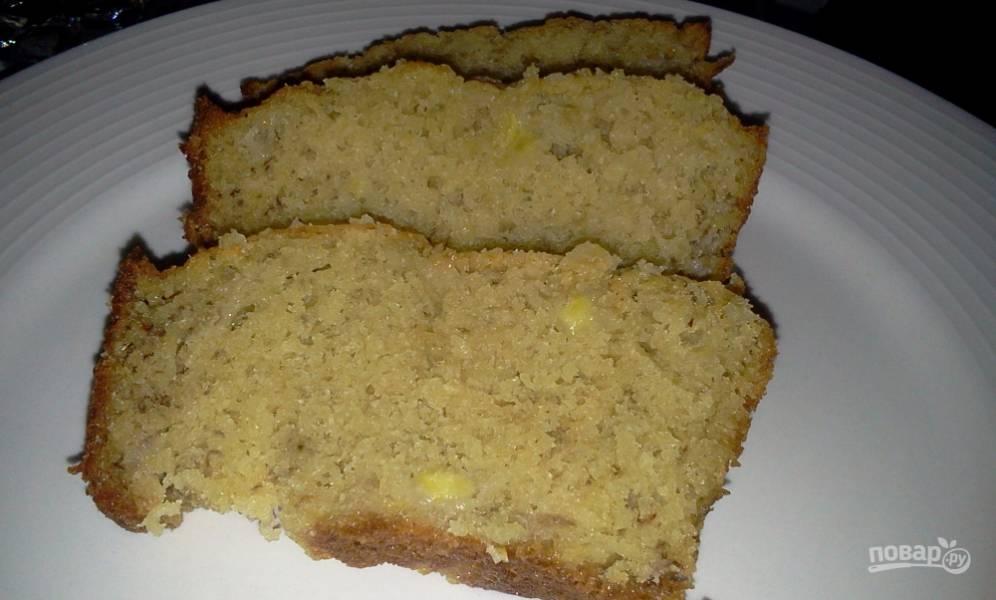 Простой пирог с бананом и сгущенкой