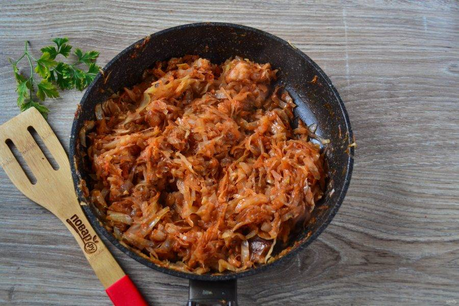 Тушеная капуста с салом готова! Подавайте горячей с картофельным пюре. Приятного аппетита!