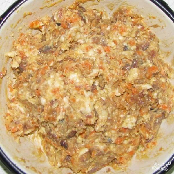 3.Все компоненты хорошо вымешайте ложкой до получения однородной массы. Форшмак с морковью и плавленным сыром готов! Приятного аппетита!