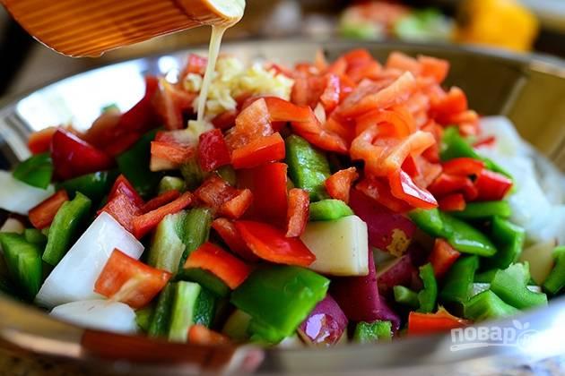 7. Приправьте солью и перцем по вкусу.
