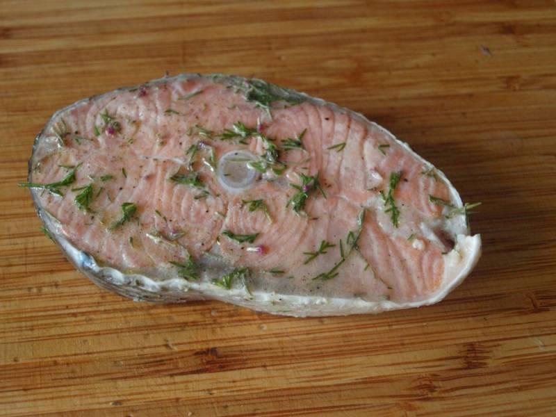 Дайте рыбке постоять минут 30 в маринаде в холодильнике.