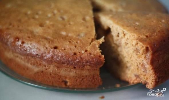 5. Мгновенный пирог с добавлением вкуснейшего варенья можно подавать к столу и употреблять с ароматным чаем или чашечкой кофе.