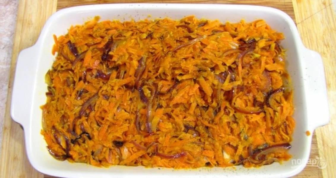7.Посыпьте берш тимьяном, полейте лимонным соком, затем распределите овощи. Отправьте рыбу на полчаса в разогретый до 180 градусов духовой шкаф.