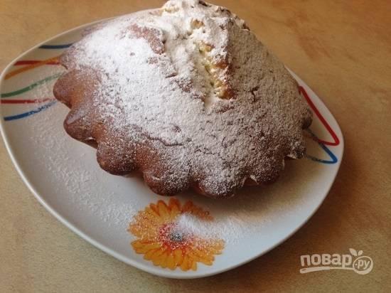 А затем посыпаем сахарной пудрой — и можно снимать пробу.