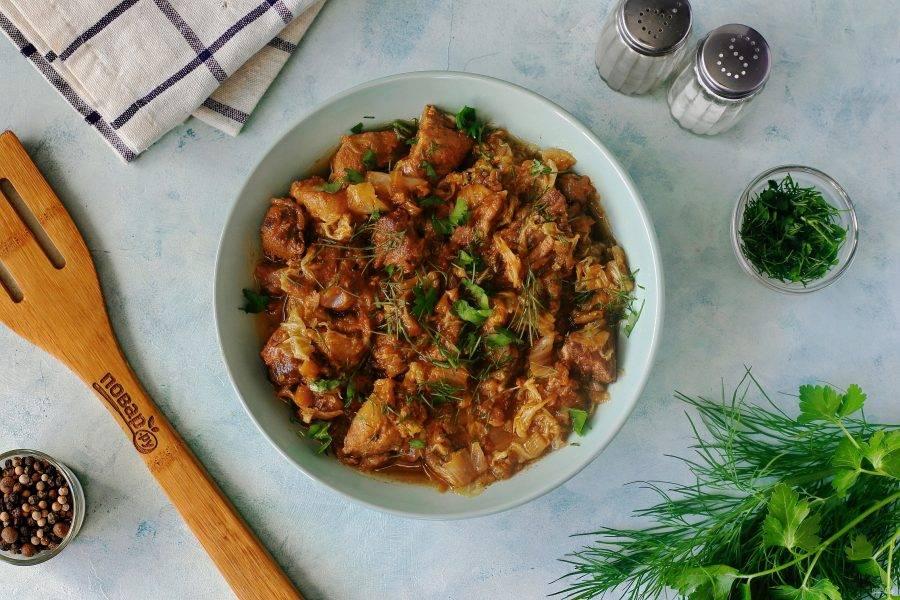 Пекинская капуста тушеная с мясом готова. Приятного аппетита!