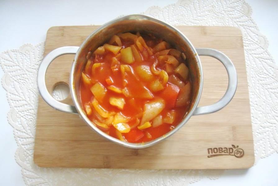 Варите перец в соусе 15-20 минут до нужной вам мягкости. В конце добавьте уксус, перемешайте, попробуйте и если вам не хватает соли или сахара, добавьте.