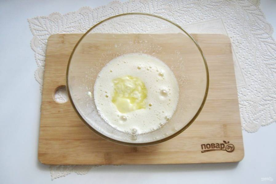 Добавьте мягкое сливочное масло.