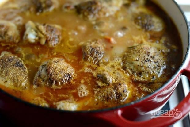 11. По крышкой доведите блюдо до кипения, а потом тушите на небольшом огне 40 минут.