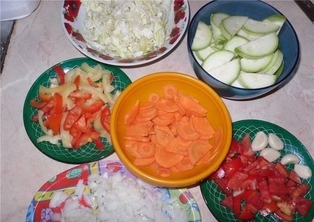 Овощи порезать.
