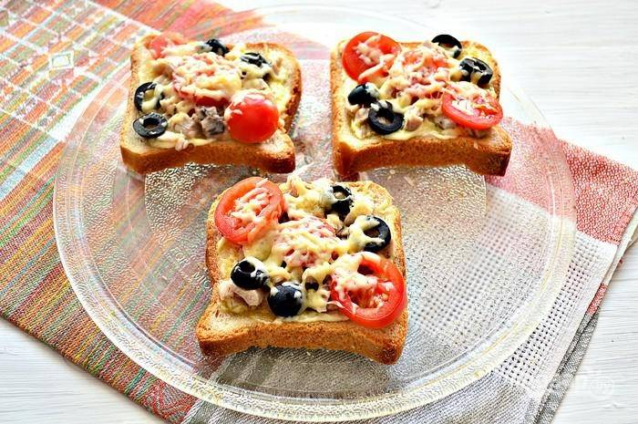 10. Перед подачей готовые бутербродики присыпьте свежей зеленью.  Приятного аппетита!