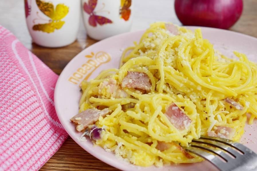 "Спагетти ""Карбонара"" с красным луком"