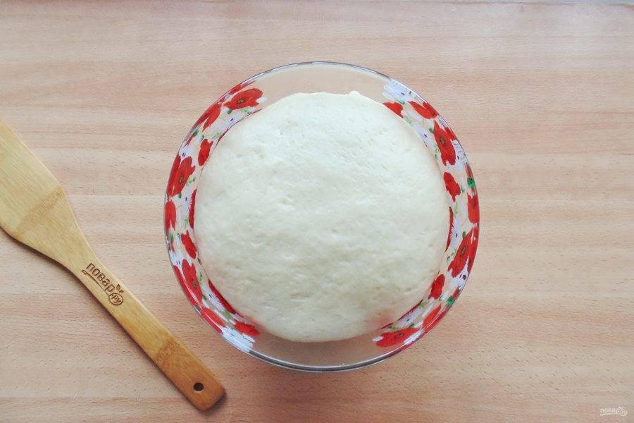Через час-полтора тесто значительно увеличится в объеме.