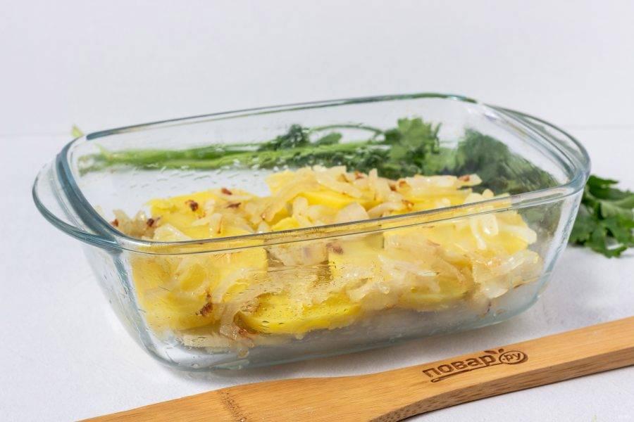 Второй слой - обжаренные овощи.