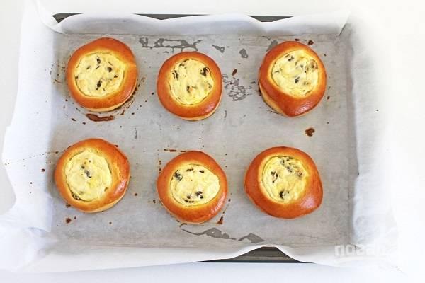 19. При 180 градусах выпекайте булочки около 25 минут до румяности.