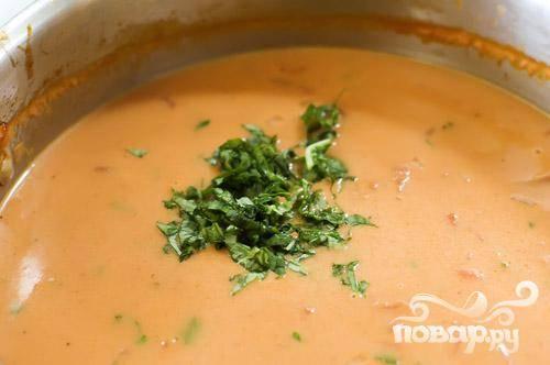 Покрошить зелень и добавить в суп.