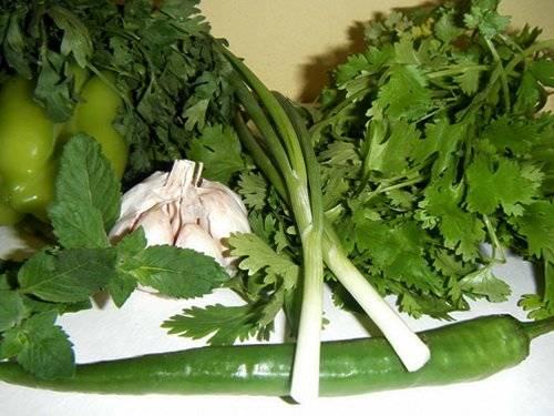 Подготовьте продукты для соуса Чими-чури.