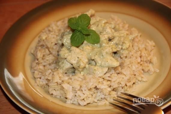 Готовое блюдо подавайте с гарниром. Подойдут отварные макароны, рис или гречневая каша. Приятного аппетита!