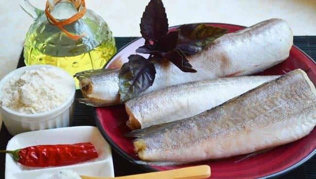1. Рыбу чистим, снимаем чешую и вынимаем внутренности.