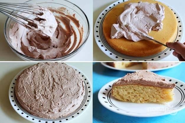 4. Готовый плотный крем распределите на корж ровным слоем. Все, бисквит из сгущенки в домашних условиях можно подавать к столу.  Приятного аппетита!