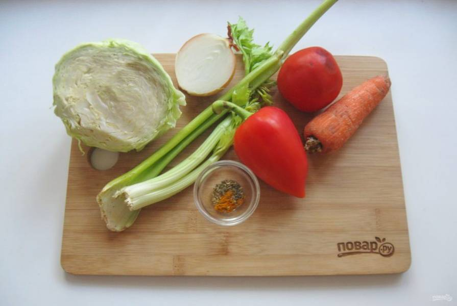 1. Подготовьте ингредиенты для приготовления супа.